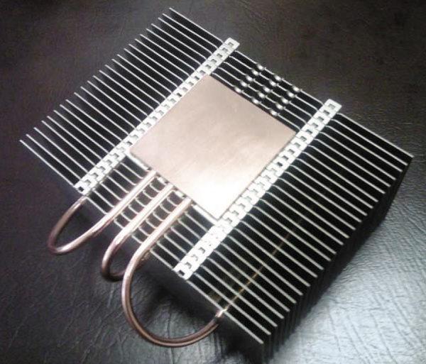 Радиатор и тепловая трубка для охлаждения светодиодного генератора света мощностью 200 Вт