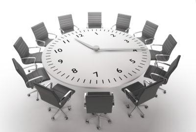 круглый стол с часами