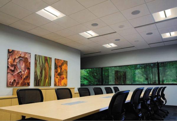 Освещение офиса светильниками CR22