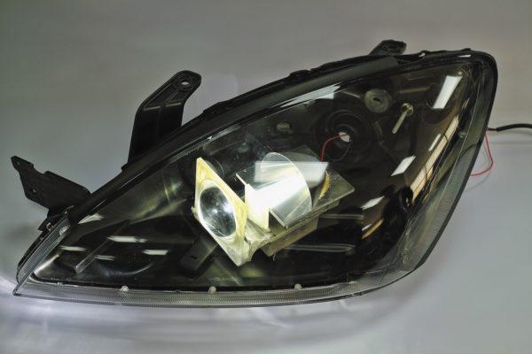 Макет фары автомобиля с источником света на основе светодиодной продукции SemiLEDs