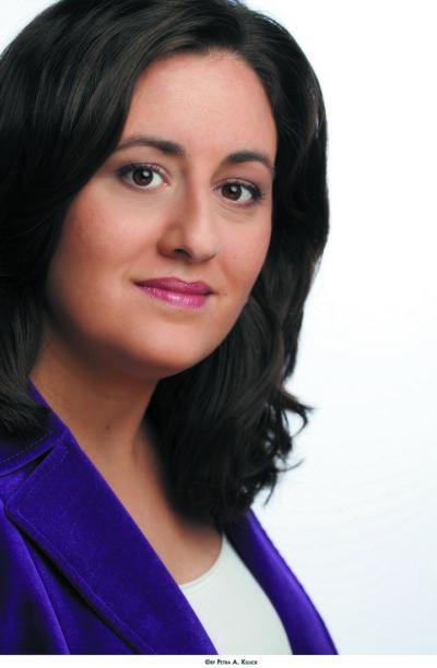 Жанин Кробак-Кандо (Jeanine Chrobak-Kando), менеджером по развитию бизнеса подразделения LED-освещения компании Verbatim в регионе EUMEA