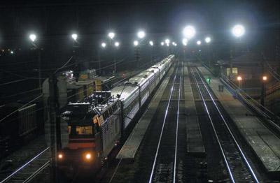 Освещение пассажирской платформы железнодорожной станции светодиодными светильниками