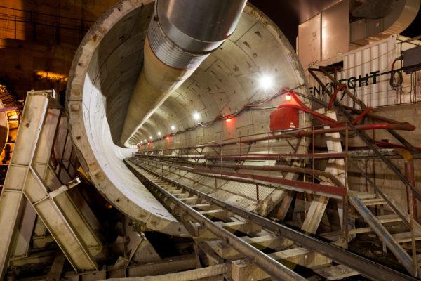 освещение туннелий московского метрополитена